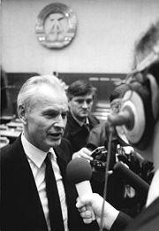 Bundesarchiv Bild 183-1989-1113-054, Hans Modrow