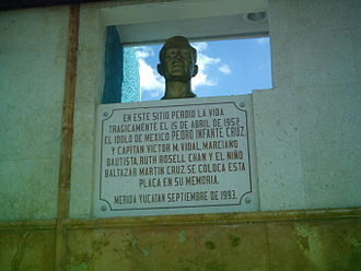 Pedro Infante - Pedro Infante's bust in the place he died.