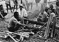 COLLECTIE TROPENMUSEUM Mannen maken een schraag waartegen bamboe kokers kunnen worden geplaatst om in te koken tijdens het dodenfeest te Tandung TMnr 20000530.jpg