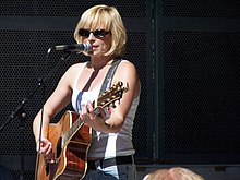 Carol van Dijk singing in the Vondelpark theatre.jpg