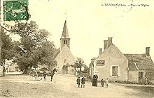 Carte postale ancienne de la place de Touchay.jpg