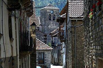 Casas e iglesia de Ansó