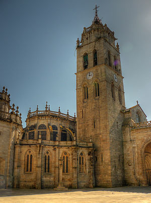 Lugo Cathedral - View with the bell tower and the Gothic-style rear, featuring buttresses.