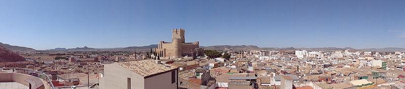 File:Centro storico Villena 01.JPG