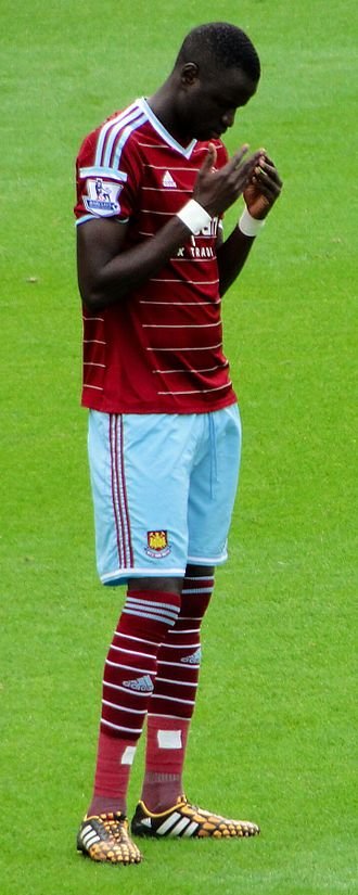 Cheikhou Kouyaté - Kouyaté praying before a West Ham match, 2014