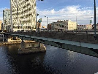 Chestnut Street Bridge (Philadelphia) - Chestnut Street Bridge, ca. 2017, looking east