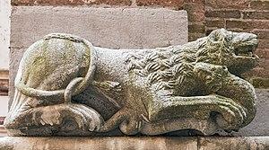 San Polo (church) - Image: Chiesa di San Polo (Venice) Campanile, il leone di sinistra