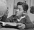 Child internee in First Grade geography class at Topaz War Relocation Center on 3 December 1943, Globus im Geographieunterricht (cropped).jpg