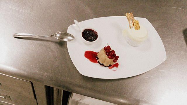 File:Chocolate Mousse with Frozen Soufflé and Berry compote (3).jpg ...