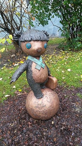 File:Colargol sculpture in Łódź.jpg