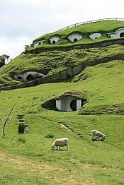 Hobbiton en Matamata (Nueva Zelanda), escenario de la adaptación de El Señor de los Anillos de Peter Jackson.
