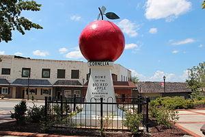 Cornelia, Georgia - Big Red Apple