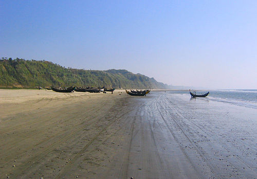 Cox's Bazar, the longest stretch of beach in the world. Cox's Bazar boats.jpg
