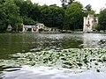Coye-la-Forêt.Château de la Reine Blanche et nénuphars.jpg