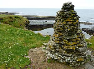 Crosskirk Broch - Image: Crosskirk Broch Memorial Cairn 20090614