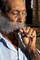 Curtindo um cigarro de palha.jpg