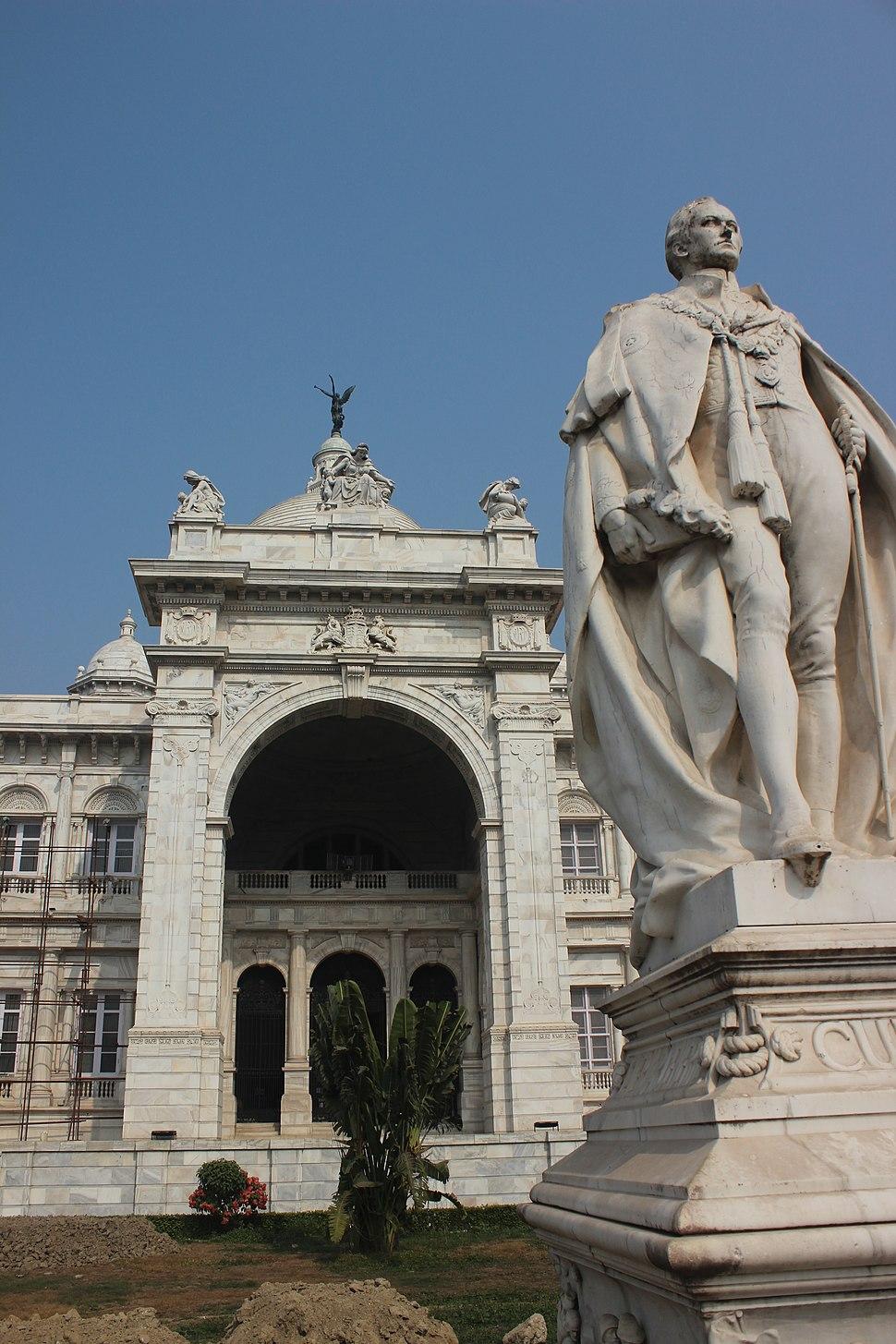 Curzon fronting Victoria Memorial