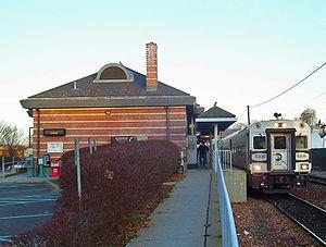 Danbury (Metro-North station) - Northbound train arriving at station
