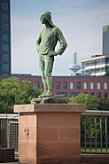 Der Hafenarbeiter Friedenbruecke Frankfurt 2