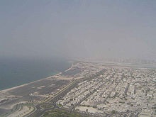 Vista aerea di Dubai, la città più popolata del Paese.
