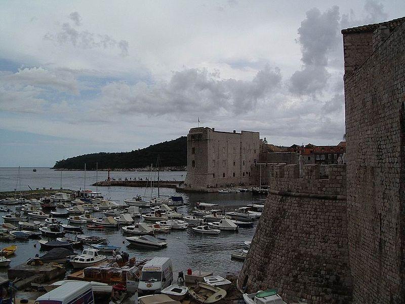 File:Dubrovnik-port-muralles.jpg