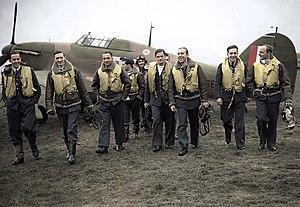 No. 303 Polish Fighter Squadron - 303 squadron pilots. L-R: F/O Ferić, F/Lt Lt Kent, F/O Grzeszczak, P/O Radomski, P/O Zumbach, P/O Łokuciewski, F/O Henneberg, Sgt Rogowski, Sgt Szaposznikow (in 1940).