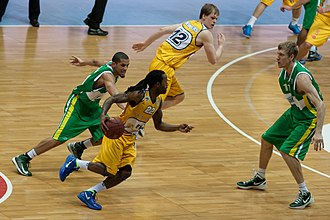 Robin Smeulders - Smeulders (center) with Oldenburg, playing against BC Khimik in 2013