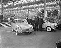 Eerste DAF personenauto is van de band gekomen in Eindhoven, v.l.n.r. Huub Van D, Bestanddeelnr 910-2389.jpg