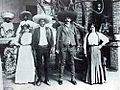 Emiliano y Eufemio Zapata con sus esposas.jpg
