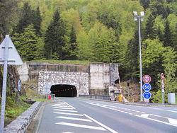 Entrée du tunnel côté francais vue 2.JPG