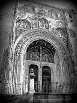 Entrance to the Santa María la Real Church - black and white photo - Aranda de Duero - Spain.jpeg