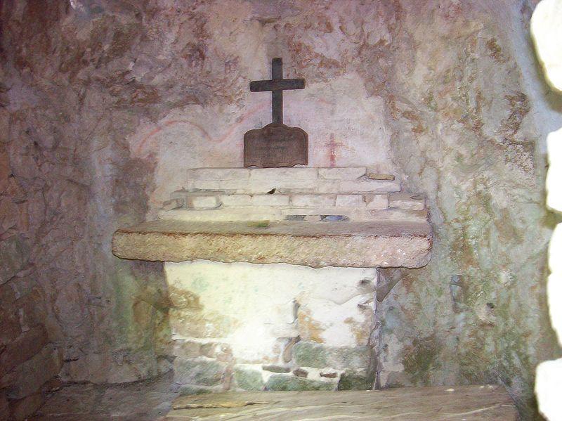 Eremo delle carceri grotta Bernardo da Quintavalle2.jpg