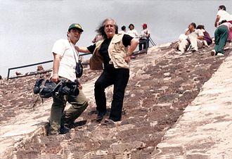 Barış Manço - Cameraman Erkan Umut and Barış Manço in Teotihuacan, Mexico in 1998.