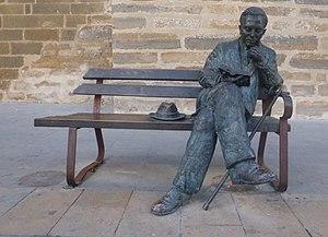 Antonio Machado - Image: Estatua de Machado de Antonio Pérez Almahan (2009). 01