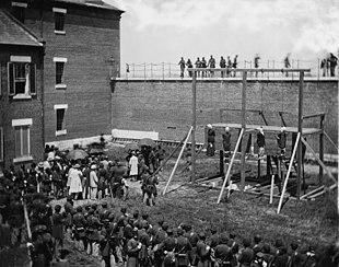 Esecuzione degli assassini di Abraham Lincoln del 1865 presso Fort McNair a Washington, D.C.: fu utilizzato il metodo standard drop.