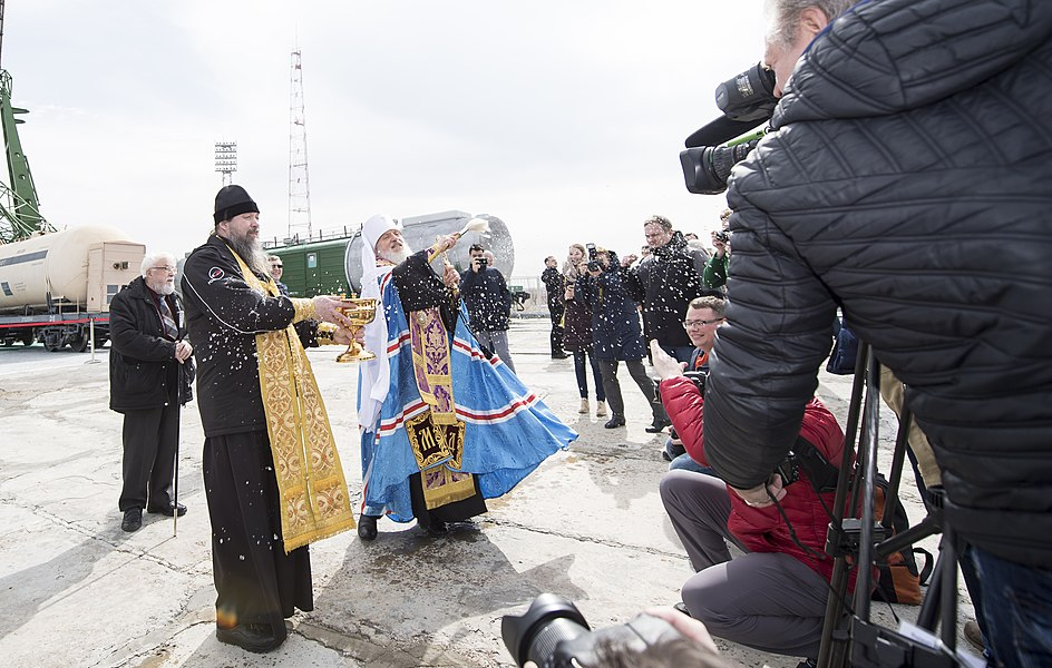 Expedition 55 Soyuz Blessing (NHQ201803200003).jpg