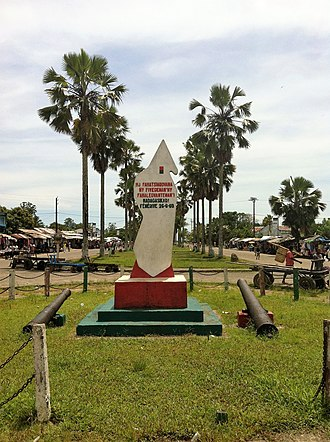 Fenoarivo Atsinanana - Memorial plaque on Independence avenue