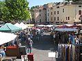 Fête de la lavande d'Apt Vue générale des stands place Gabriel Péri.jpg