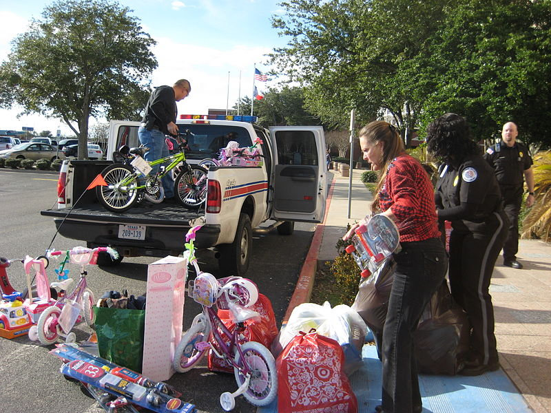 File:FEMA - 42740 - Toys for Tots donation in Texas.jpg