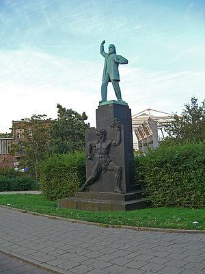 Ferdinand Domela Nieuwenhuis - The monument in Amsterdam