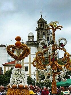 http://upload.wikimedia.org/wikipedia/commons/thumb/2/29/Festa_dos_maios%2C_Pontevedra.jpg/250px-Festa_dos_maios%2C_Pontevedra.jpg