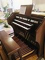 Fonte Nuova Gesù Maestro consolle organo Ruffatti.jpg