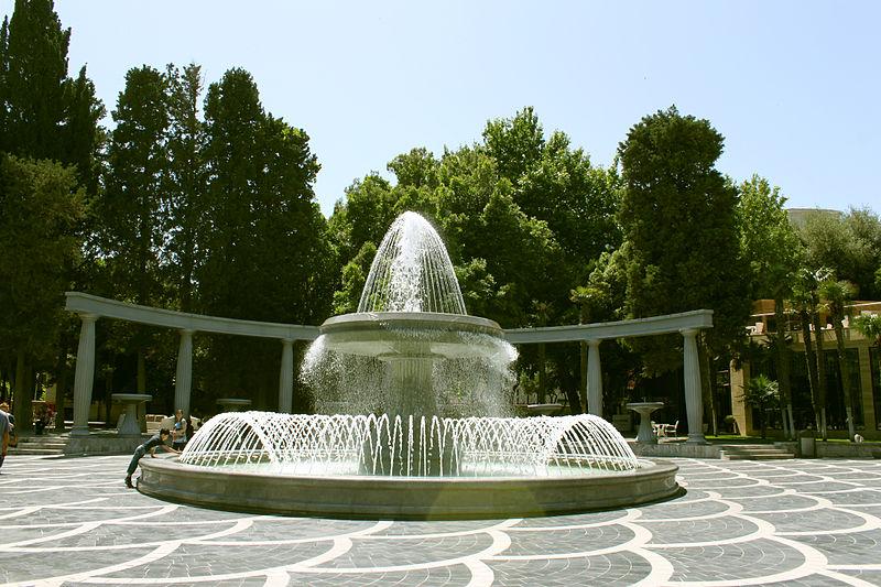 File:Fountains Square, Baku 3.JPG