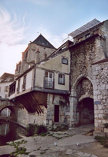 Fichier:France Seine-et-Marne Moret-sur-Loing 11.jpg