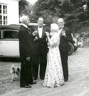 Frieboeshvile - Georg Bruhn (left) and Georg Ferdinand Duckwitz /middle( viewed on the yard in front of Frieboeshvile in 1947