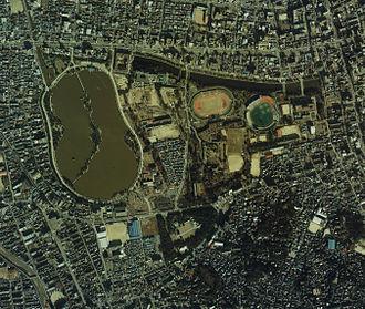 Chūō-ku, Fukuoka - Aerial view of Ōhori Park area, including the remains of Fukuoka Castle