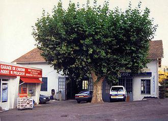 Henri Julien (motor sports) - Henri Julien's Garage de l'Avenir in Gonfaron (2001)