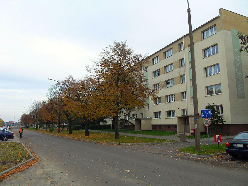 1024px-Gda%C5%84sk_ulica_Rybacka_3.JPG