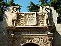 Gegants o Porrots de la portada del palau dels ducs de Mandas, Jardins de Vivers de València.JPG