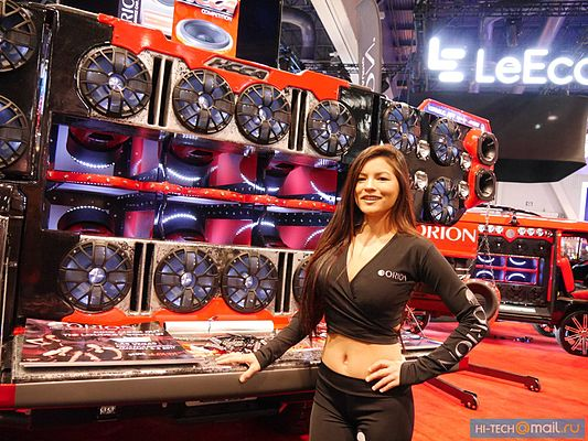 Girl of CES 2017 16.jpg
